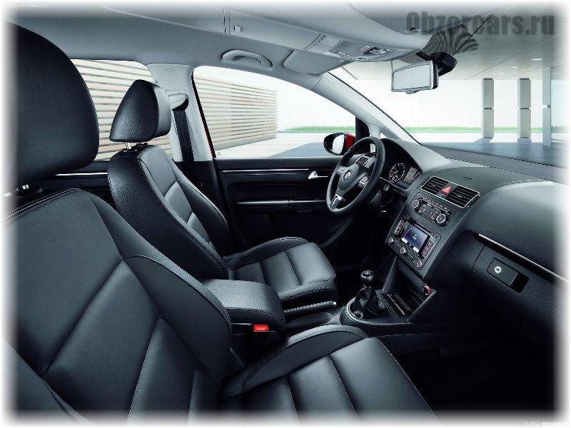 Volkswagen_Touran_8
